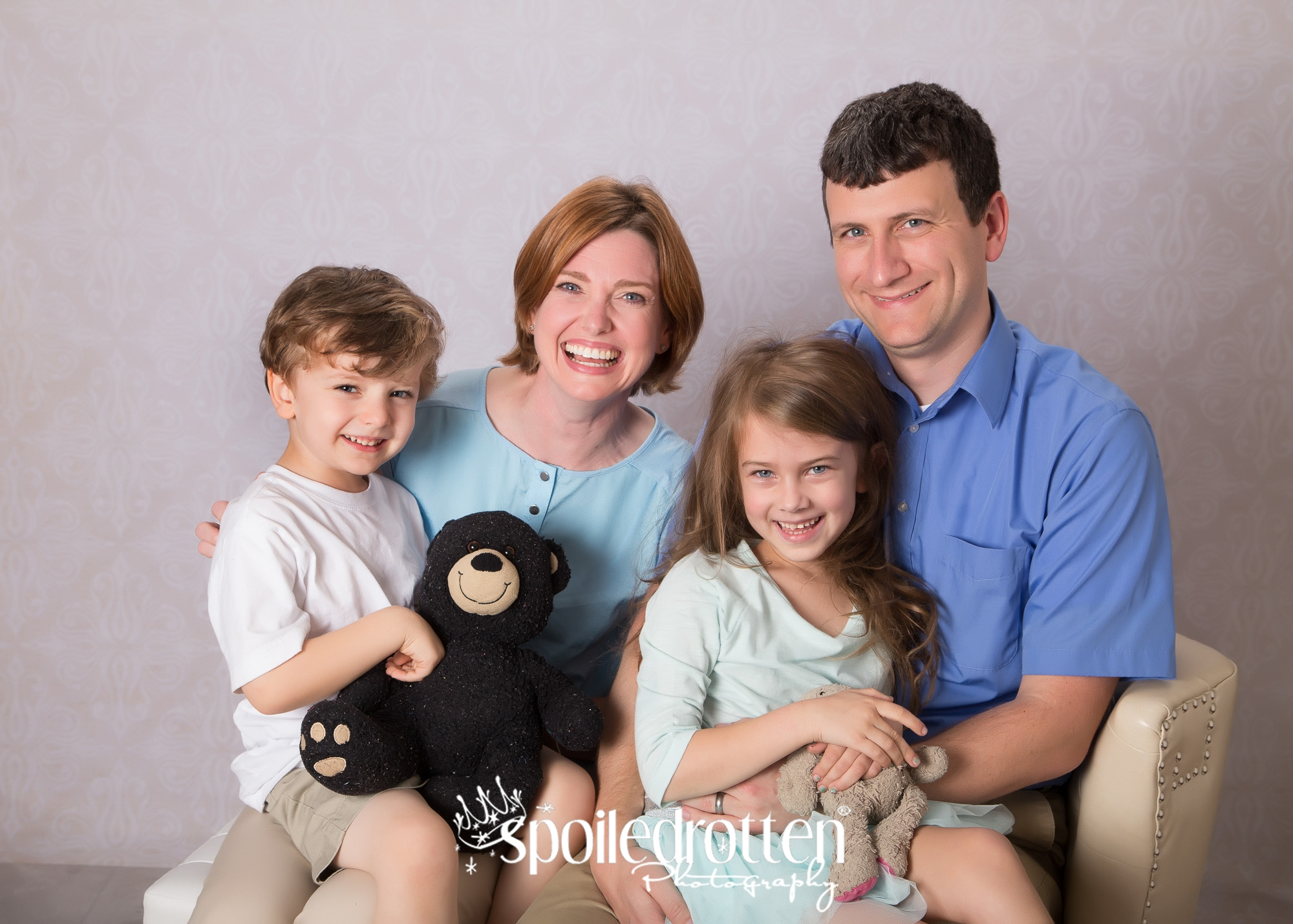 Family_with_teddy_bear