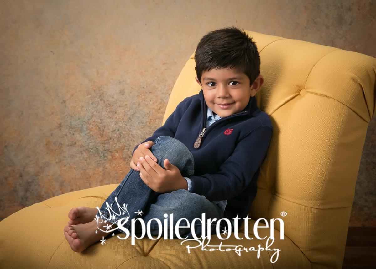 preschool_portraits_boy_sitting_back