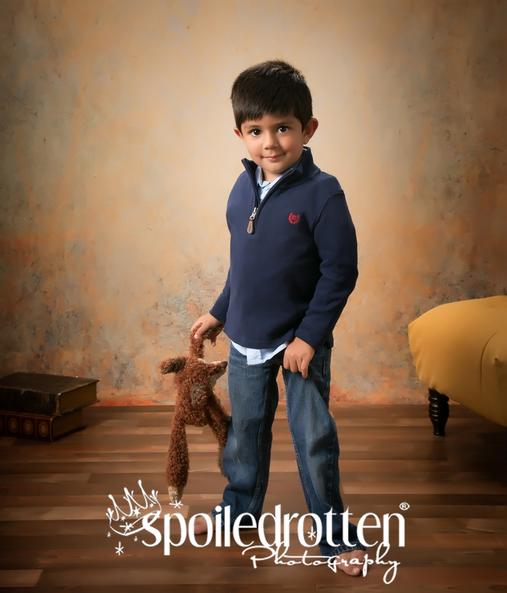 preschool_portraits_boy_standing