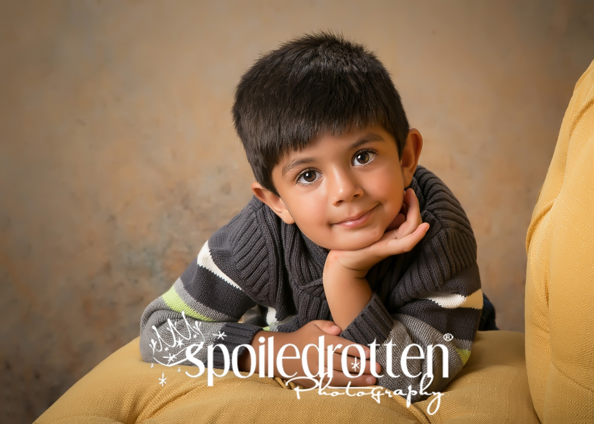 preschool_portraits_boy_elbow