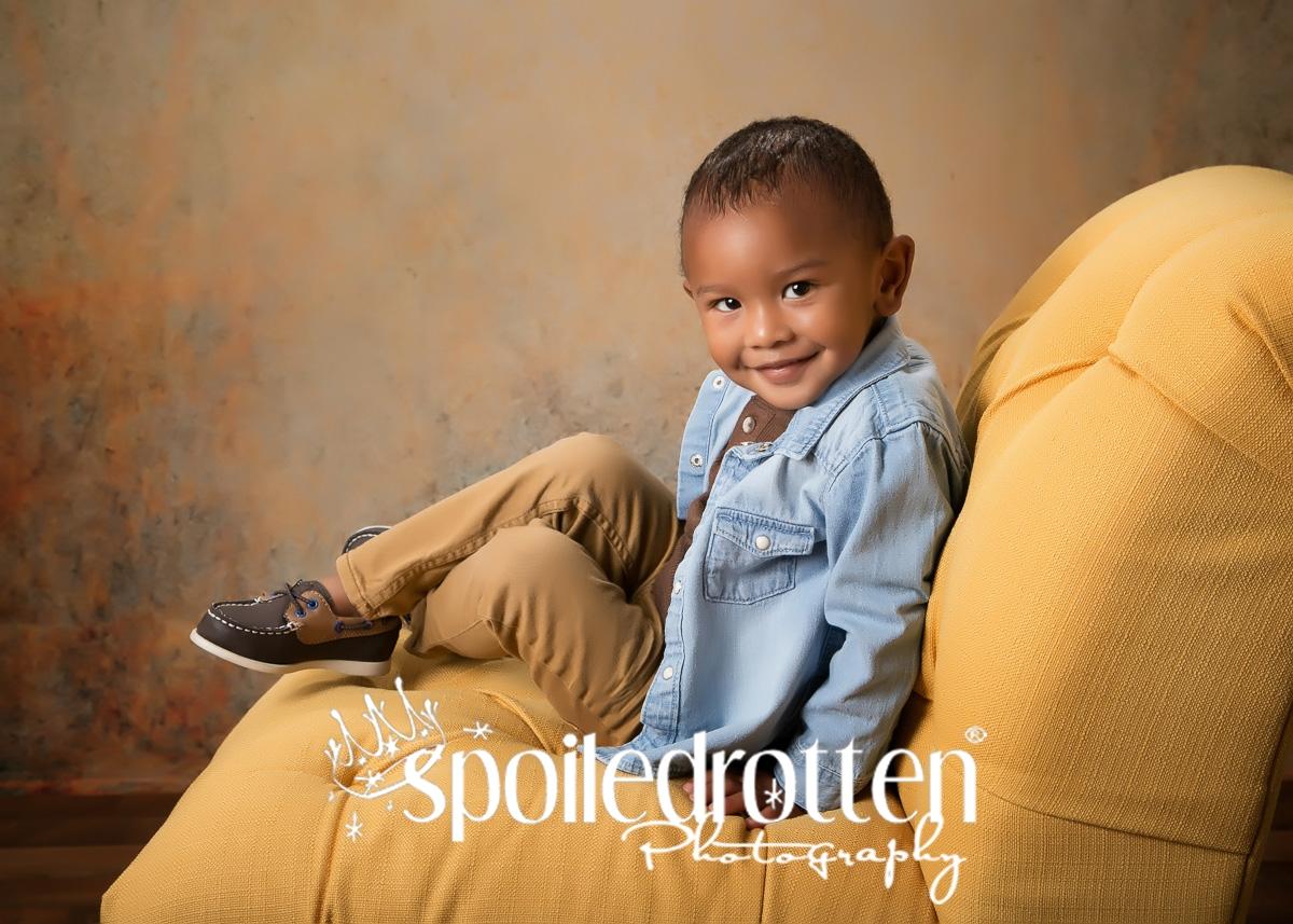 preschool_portraits_boy_chair