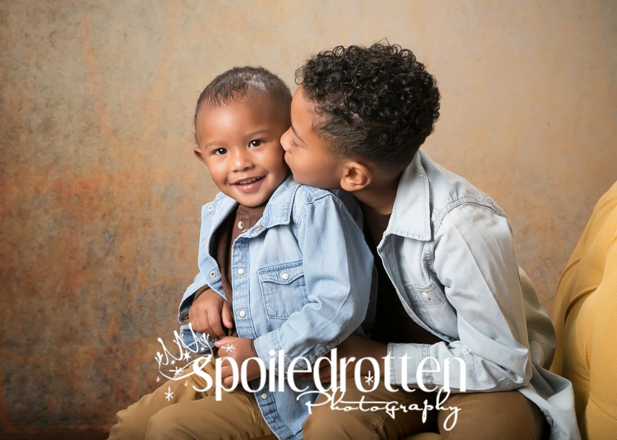 preschool_portraits_boy_hug